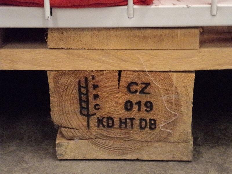 """Logo imprimé sur une palette """"CZ-019 KD HT DB"""""""