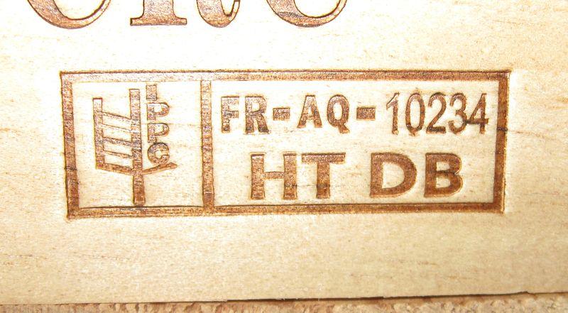 """Logo imprimé sur une palette """"FR-AQ-10234 HT DB"""""""