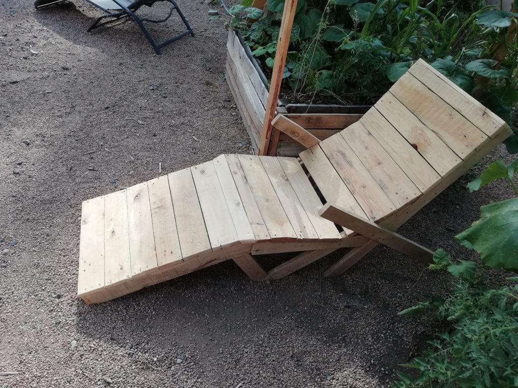 Chaise longue pour profiter du potager !