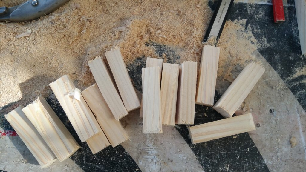 Échantillon de bout de bois avant d'être taillés.
