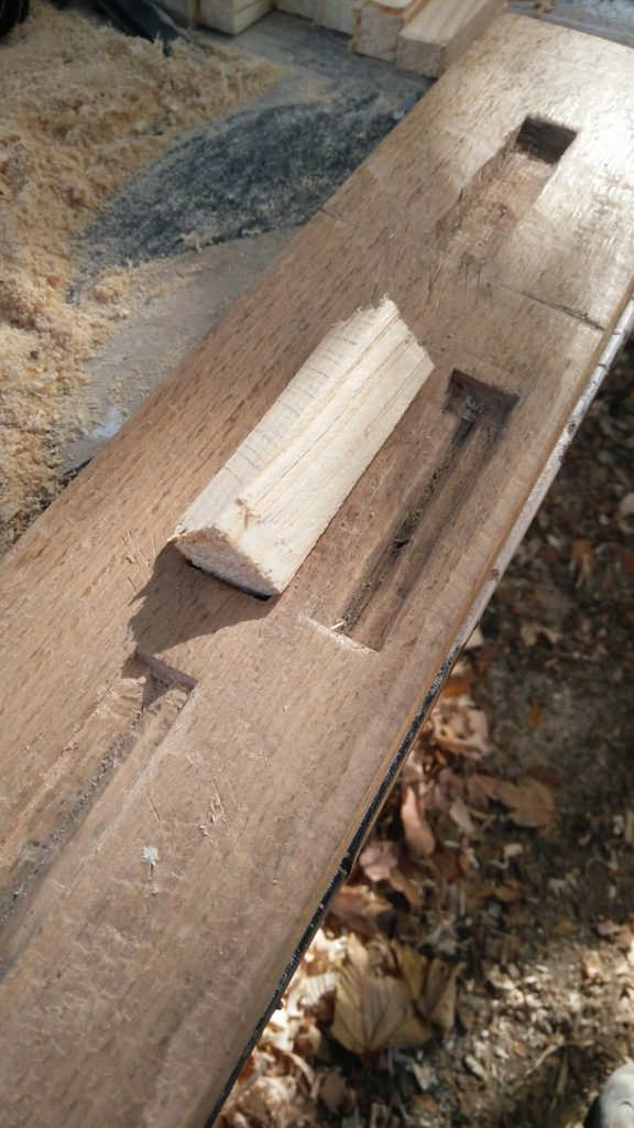 Photo qui montre le positionnement de la pièce de bois dans le gabarit