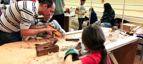 Terra Preta offre un composteurà la mairie d'Aulnat pour installation dans une école.