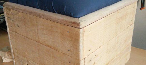 Vue d'une marmite Norvégienne avec assise (pouf)