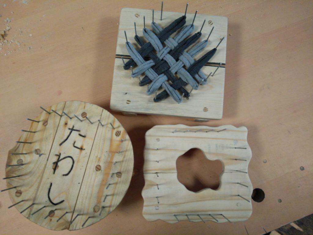 Présentation de trois Tawashi réalisés à partir de bois de palette