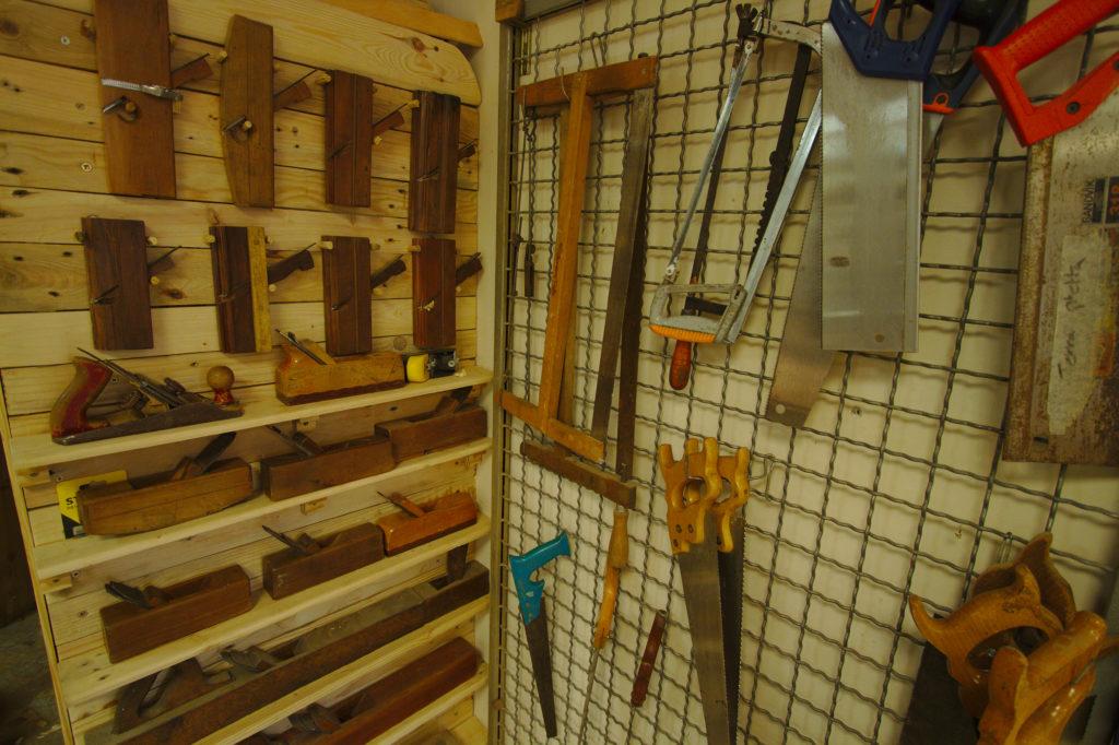 Vue des outils (rabots et scies)