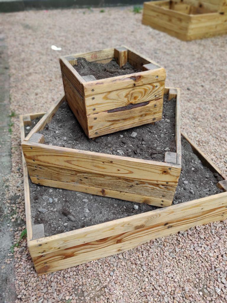 Photo de la tour aromatique composée de quatre carrés de trois tailles et hauteurs différentes